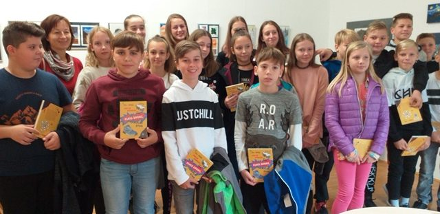 Učenci 7. b smo obiskali Knjižnico Črnomelj
